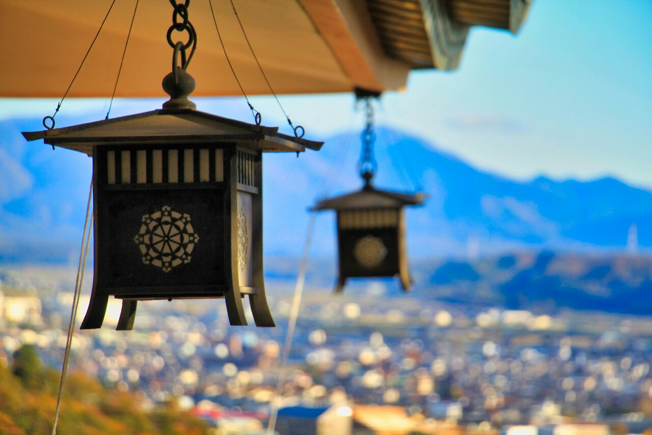 Japanese Traditional Lamp Mountain Background